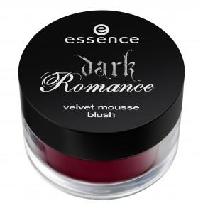 ess. Dark Romance Velvet Mousse Blush 02