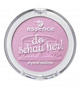 ess_do schau her eyeshadow_02.jpg